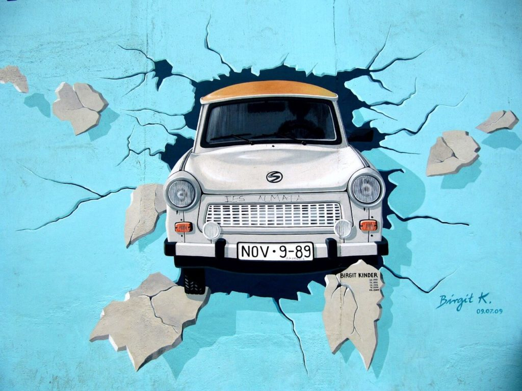 trabant-car-east-side-gallery